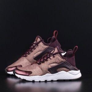 Nike air huarache run ultra se sneakers wine